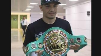 ''Gallo'' Estrada es campeón pese a condición que padecía
