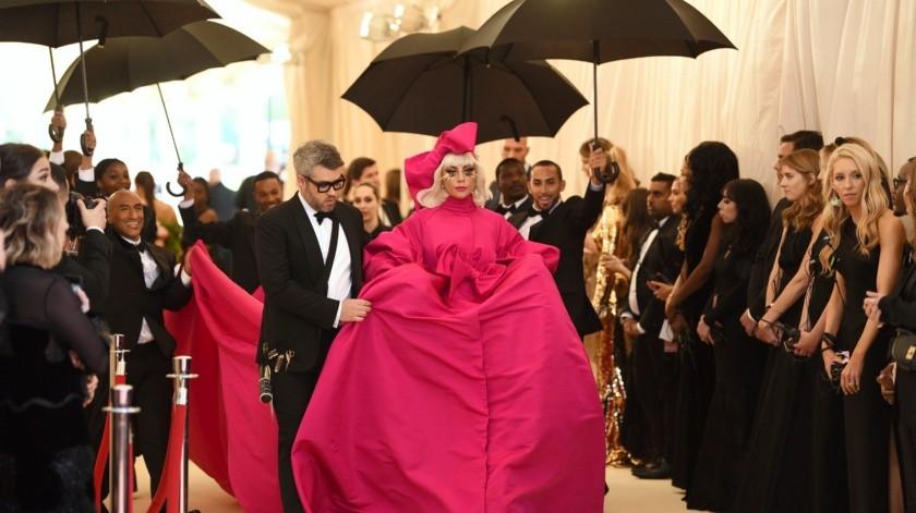 """Lady Gaga llega a la gala benéfica del Instituto del Vestido del Museo Metropolitano de Arte para celebrar la inauguración de la exposición """"Camp: Notes on Fashion"""" el lunes 6 de mayo de 2019 en Nueva York. (Foto Charles Sykes/Invision/AP)(2019 Invision, Invision)"""
