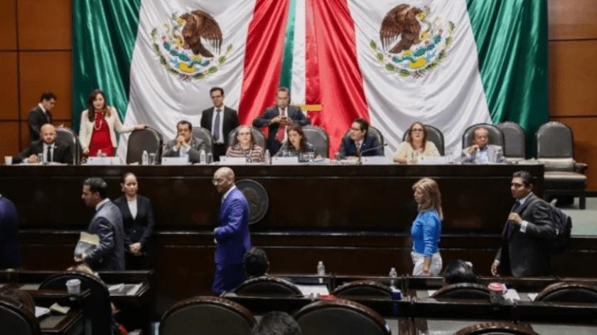 Los diputados federales del Partido Acción Nacional (PAN), que integran las Comisiones Unidas de Educación y Puntos Constitucionales, abandonaron la reunión.(El Universal)