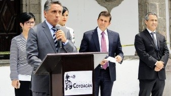 ''Prefiero dirigir a Pumas'': Manuel Negrete en Congreso de CDMX