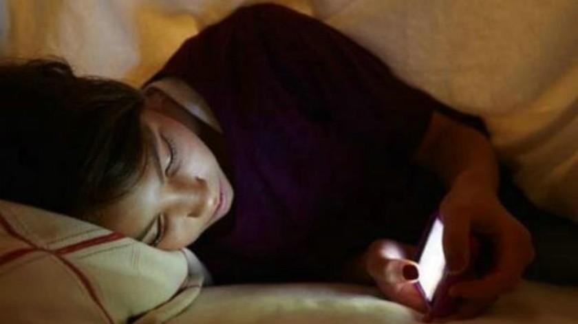 El uso de celulares puede quitar las ganas de dormir