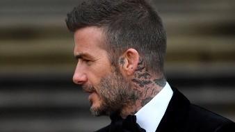 El ex futbolista David Beckham no podrá ponerse al volante durante seis meses como castigo por conducir por Londres mientras usaba el teléfono móvi.