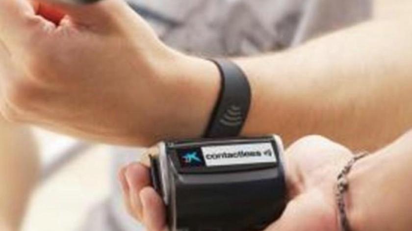 CaixaBank se prepara para el pago mediante dispositivos  'wea