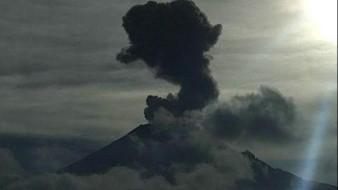 Popocatépetl exhala 151 veces y registra 8 explosiones en menos de un día