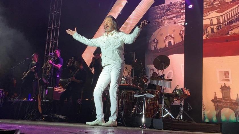 A pesar del clima frío, el público que lo acompañó en el anfiteatro de Bodegas del Valle no paró de corear y bailar las canciones.(Alejandro Zepeda)