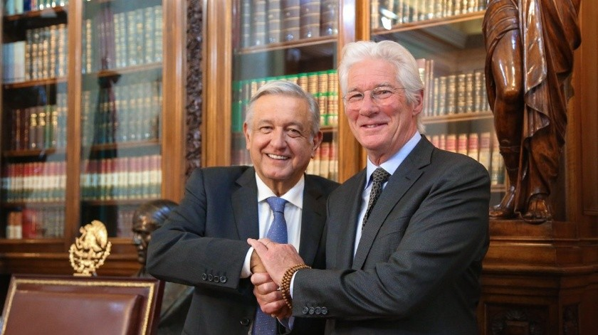 Andrés Manuel López Obrador y Richard Gere.(Twitter)