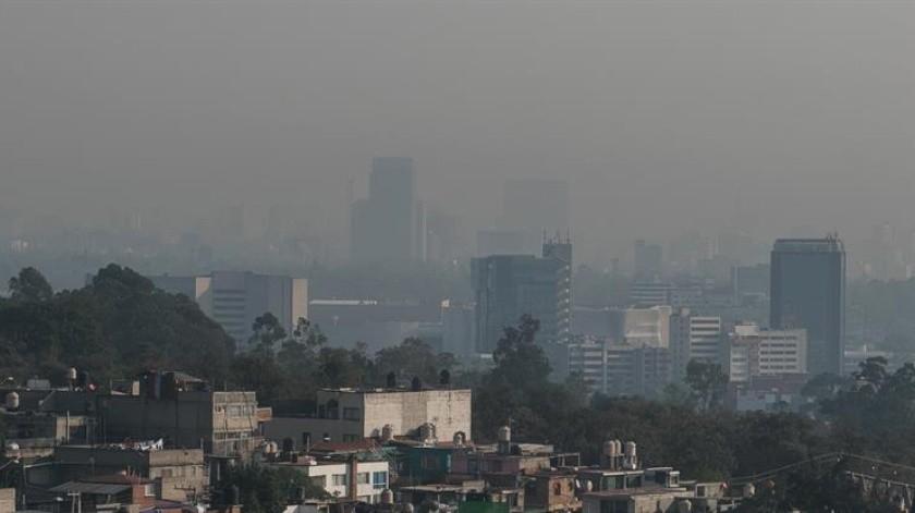 Luego que se activara una contingencia ambiental extraordinaria esta mañana por partículas finas (PM2.5), los pronósticos no son muy alentadores para disipar los contaminantes.(EFE)
