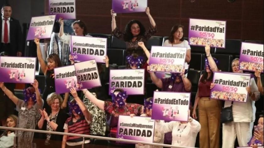 Avanza al Senado reforma de paridad de género(El Universal)