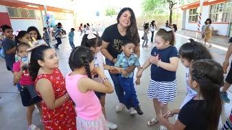 La maestra Beatriz Adriana Rascón siempre ha disfrutado de convivir con los niños.