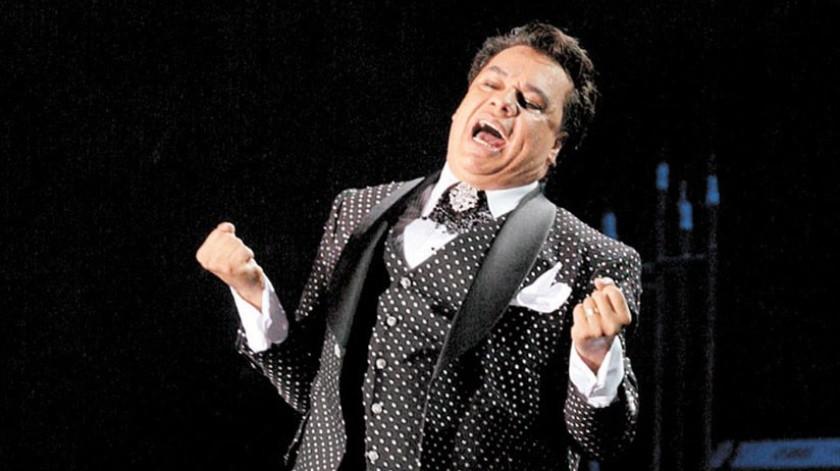 """Luego de que la familia de Juan Gabriel enviara un comunicado para citar a los medios a una conferencia de prensa el próximo 22 de mayo con la finalidad de aclarar todos los rumores en torno a la muerte del cantante, el síquico Oscar Miranda aseguró en el programa Hoy que el """"Divo de Juárez"""" está vivo.(Tomada de la red)"""