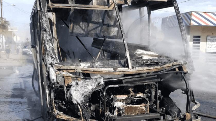 Daños totales resultaron en la unidad incendiada.(Cortesía)