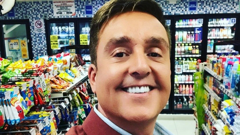 En medio del escándalo se su posible bisexualidad y de rumores de separación de su esposa, Daniel Bisogno publicó una fotografía familiar.(Instagram)
