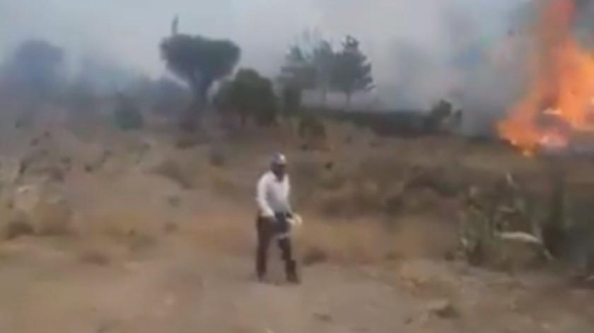 ''Son mis árboles'', captan a hombre provocando incendio(Captura de video)