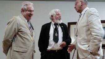 Los escritores Gonzalo Celorio (izq.), Adolfo Castañón (entro) y Vicente Quirarte (der.) encabezaron el homenaje luctuoso a Fernando Del Paso por parte de la Academia Mexicana de la Lengua en el Palacio de Bellas Artes.