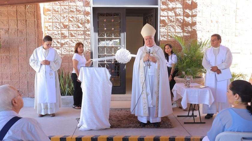 Rendón Leal bendijo el área de nichos de la Parroquia San Juan Capistrano y ofició una misa a los presentes.