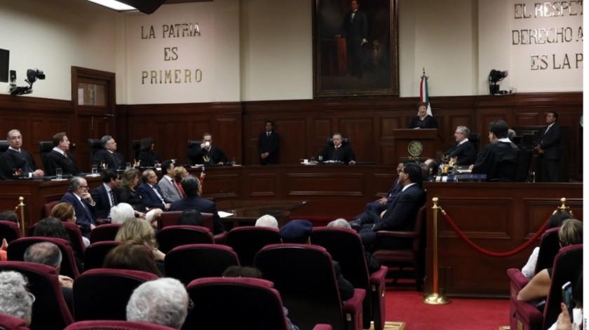 Lla Suprema Corte de Justicia de la Nación (SCJN) emplazó al Congreso de la Unión a establecer parámetros para fijar el sueldo de Presidente de la República y del resto de los servidores públicos.(Reforma)