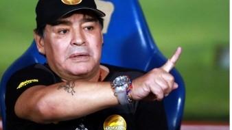 Detienen a Diego Maradona recién llegado a Buenos Aires