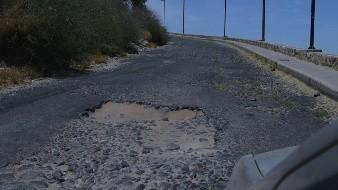 El camino a la cima del Cerro de la Campana se encuentra lleno de baches y piedras caídas.