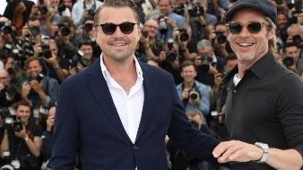 Los actores Leonardo DiCaprio, a la izquierda, y Brad Pitt posan con motivo del estreno de