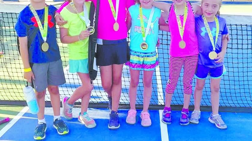 Los participantes en el Torneo Mini Tenis recibieron medalla.