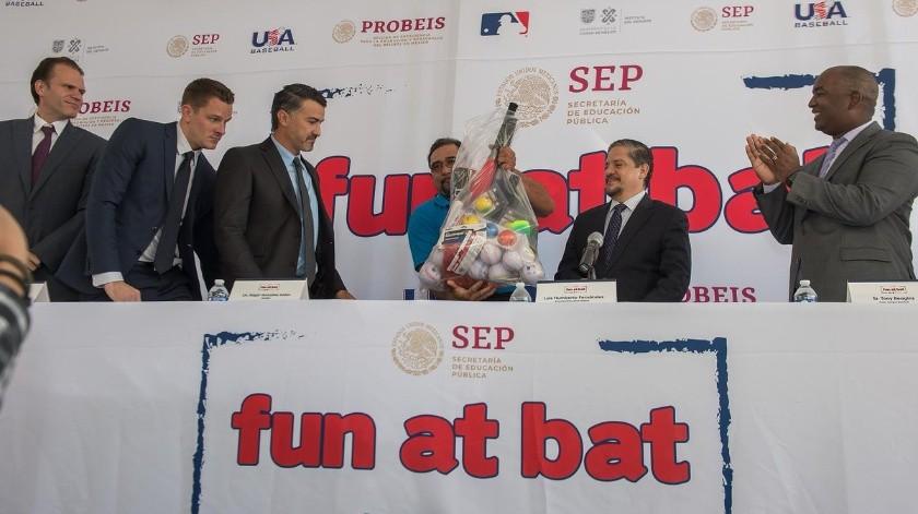 """""""Fun At Bat"""" es el nombre del programa que se implementará en primarias de México.(Twitter/@MLB_Mexico)"""