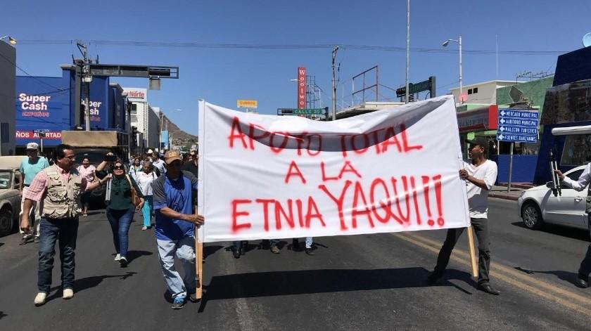 Guaymenses se unieron para defender a las mujeres de la etnia yaqui que acusan son discriminadas en el Mercado Municipal.(Yesicka Ojeda)