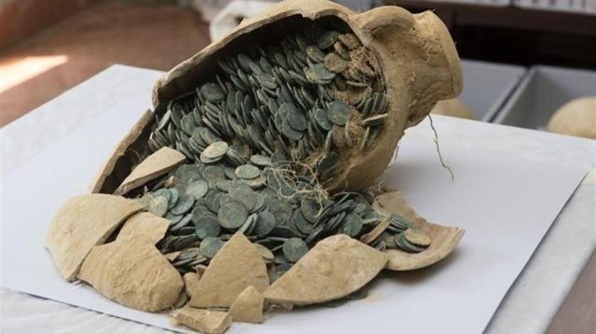 El tesoro de Tomares fue localizado en 19 ánforas de las que diez estaban fragmentadas por el impacto de la maquinaria.(Tomada de la red)