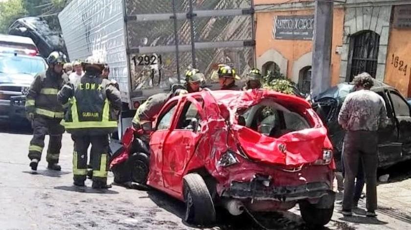 La Procuraduría General de Justicia de la Ciudad de México informó que hasta el momento se tiene reporte de cuatro personas muertas tras el choque múltiple en la colonia Pueblo de Santa Fe, alcaldía Álvaro Obregón.