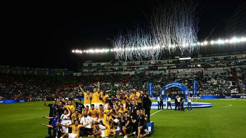 Los Tigres del delantero francés André-Pierre Gignac se consagraron campeones del torneo Clausura-2019 del fútbol mexicano la noche del domingo al empatar 0-0 con el León en el partido de vuelta de la final, jugado en el estadio Nou Camp, en la ciudad de León.(AFP)
