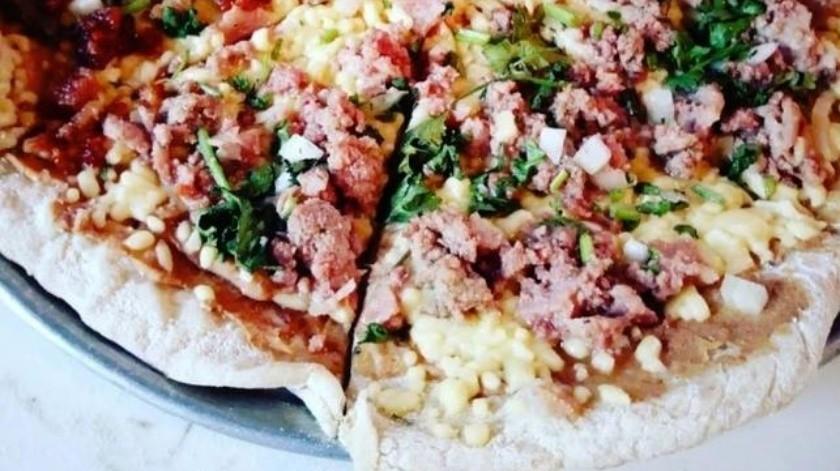 Para los amantes de las pizzas no tradicionales y que no le teme a las combinaciones de ingredientes,  no pueden dejar de probar la pizza de suadero, carnitas o chicharrón.(Tomada de la red)