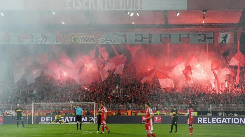 El Stuttgart, tres veces campeón de la Bundesliga, descendió a la segunda división alemana tras perder la promoción ante el Union Berlin.(Twitter)