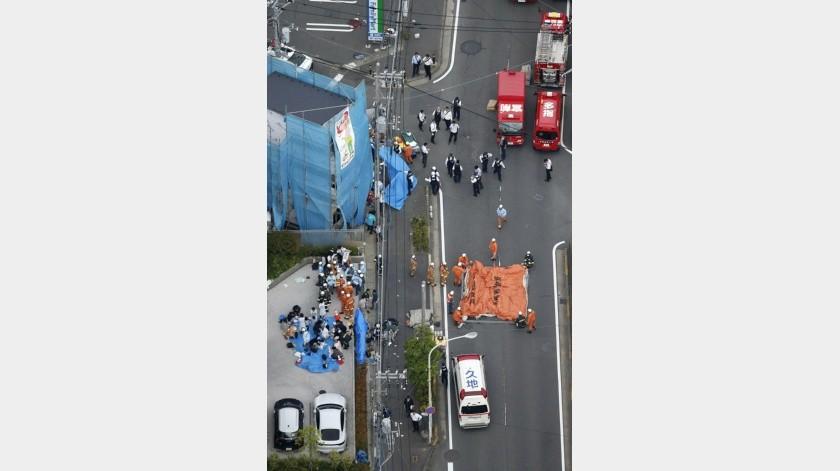 Un hombre adulto y una niña no presentaban signos vitales el martes después de un ataque con arma blanca en Kawasaki, Japón, que dejó otras 17 personas heridas, incluyendo alumnos de una escuela primaria.(AP)
