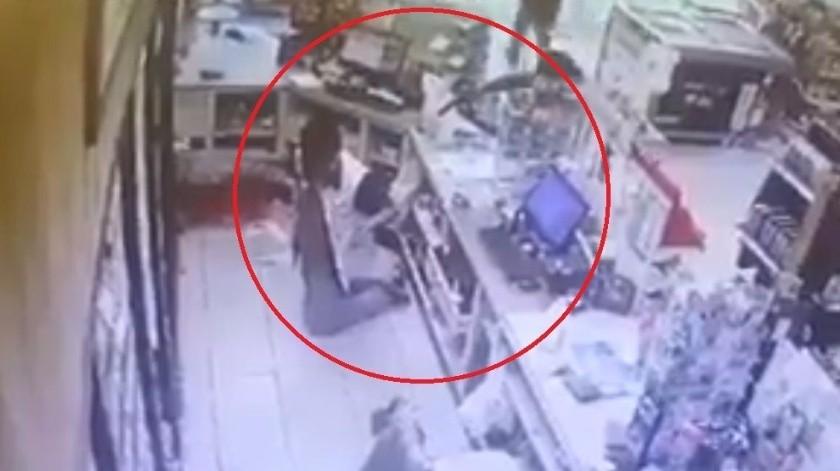 Los ladrones asesinaron a sangre fría al empleado del lugar, un joven cajero de apenas 15 años de edad, pese a que no opuso resistencia.(Captura de video)