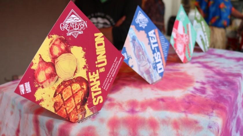 Cartel de cerveza de bistec y cebolla en el Festival de Cervezas Raras en Reno, Nevada.(AP)