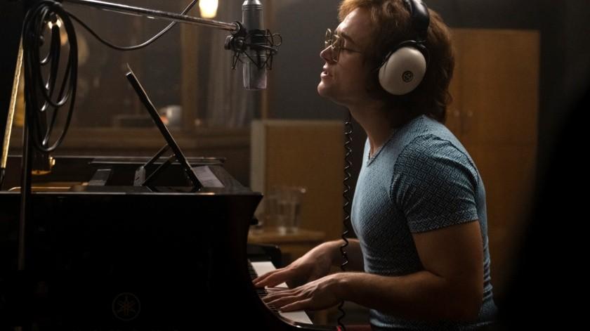 """Taron Egerton como Elton John en una escena de la cinta """"Rocketman"""".(AP)"""