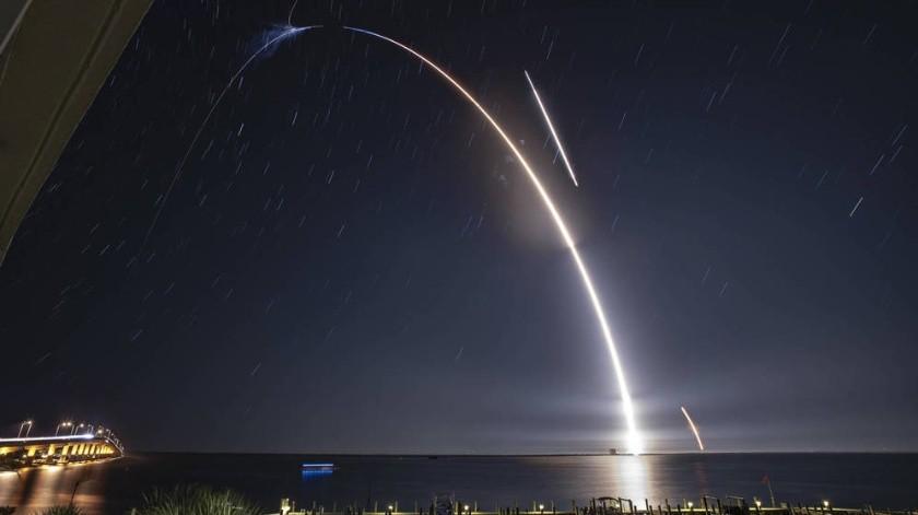 Hace una semana SpaceX inició con el lanzamiento de los primeros 60 satélites, de 12 mil que conformarán una red de internet.(Tomada de la Red)