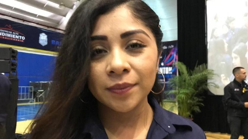 Sandra Silva, quien egresará de la carrera de administración de empresas, platicó que desde hace cuatro meses trabaja como asesor de finanzas, sin embargo, el sueldo no es el que desea, que es de menos de 10 mil, contado las comisiones y bonos.(Khennia Reyes)