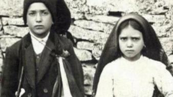 Francisco y Jacinta Marto, quienes dijeron haber tenido visiones de la Virgen María hace más de un siglo, fueron canonizados el 13 de mayo de 2017.