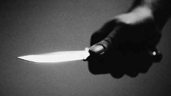 Un indigente atacó a un hombre que no le dio dinero a plena luz del día.