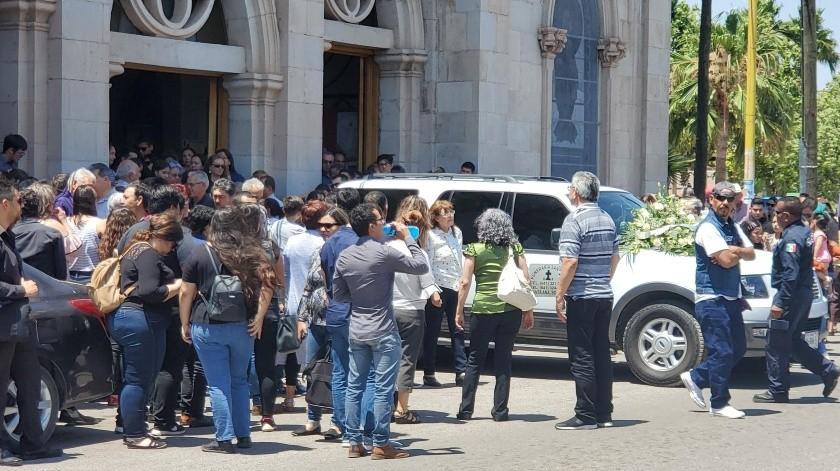 Familiares y amigos despiden a Ámbar Dolores, la joven asesinada en Hermosillo.(Rubén Ruíz)