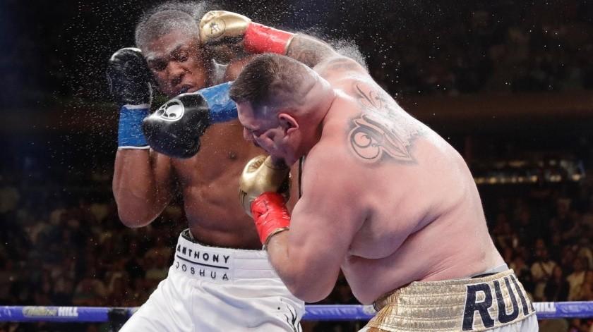 La pelea comenzó con un Ruiz que no se dejó intimidar y que salió a golpear al campeón.(AP)