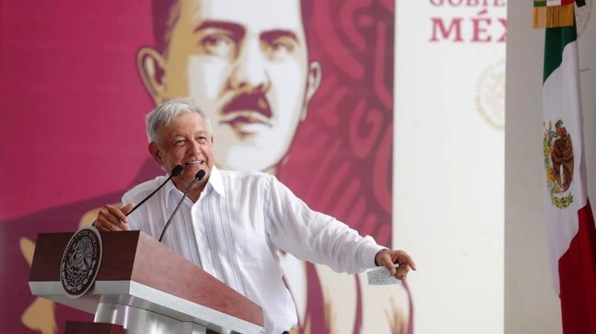 El presidente de México, Andrés Manuel López Obrador, inauguró este domingo la construcción de una refinería en el Sureste del País, parte de su plan para reactivar la industria petrolera nacional.