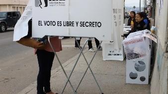Una vez que se instalaron las casillas, la gente que acudió comenzó a realizar su voto desde las 08:00 horas.