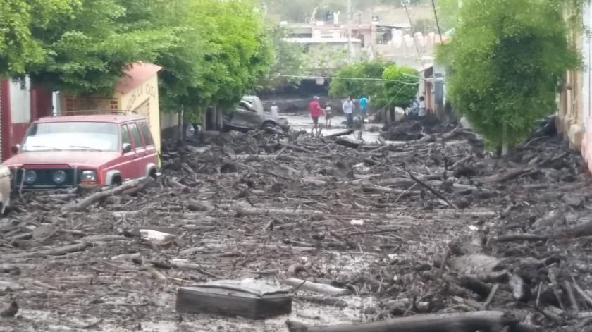 La tarde de este domingose desbordó el río San Gabriel en Jalisco luego de una fuerte tromba que cayó en el lugar.