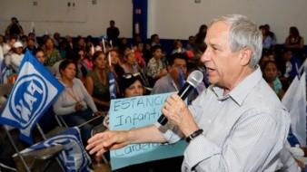 El candidato del PAN-PRD a la gubernatura de Puebla, Enrique Cárdenas, se negó a aceptar su derrota y llamó a funcionarios de casilla a cuidar la elección.