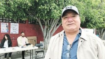Para deshacerse de desconfianza hacia las instituciones electorales y partidos políticos, Luis Tovar Méndez decidió ser funcionario de casillaen el distrito 8, ubicada en la colonia Buena Vista.