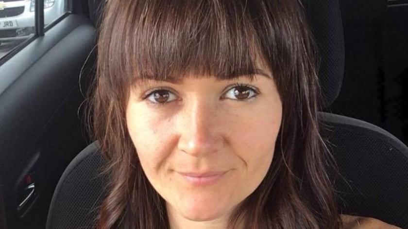 Katie Britton-Jordan de 40 años murió tras elegir una dieta vegana como tratamiento para el cáncer de mama que padecía.(Facebook)