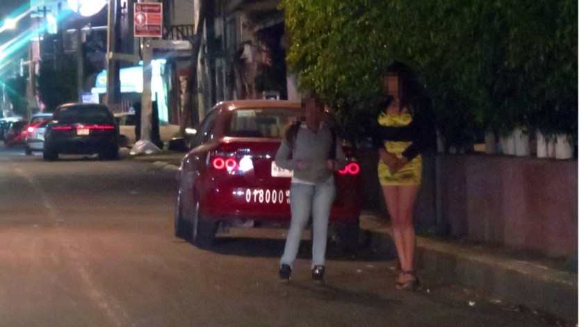 """De acuerdo con el informe, en esta """"prostitución 2.0"""" también son utilizadas otras redes sociales como Tinder y Facebook.(Agencia Reforma)"""