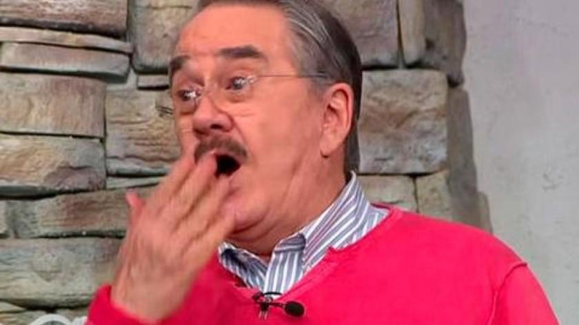 """Pedro Sola desató las carcajadas entre sus compañeros de """"Ventaneando"""" al perder el equilibrio y terminar en el suelo.(Tomada de la red)"""