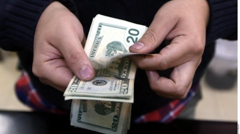 La moneda local cotizaba en 19.6110 por dólar.